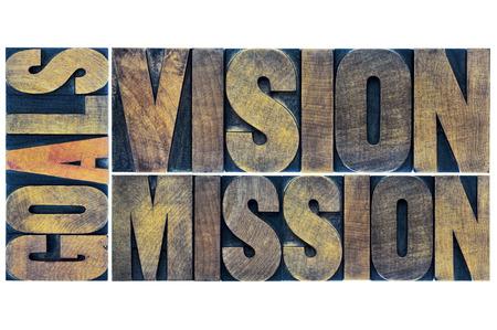 目標、ビジョンとミッション タイポグラフィ要約 - 活版木材で孤立した言葉のコラージュ タイプします。