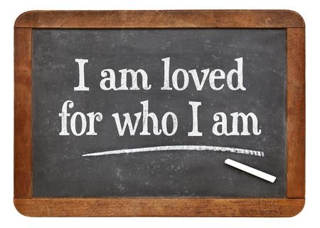 私が誰だ - ヴィンテージ スレート黒板の言葉が肯定的な肯定の愛されています。