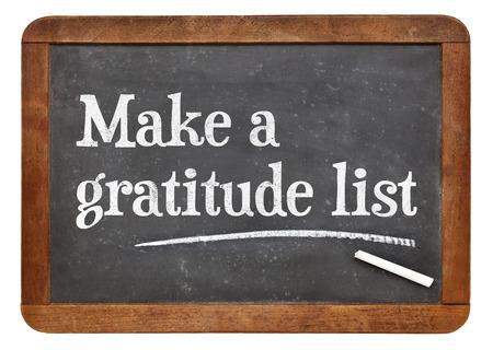 agradecimiento: Hacer una lista de gratitud - consejos de inspiración en una pizarra pizarra de la vendimia