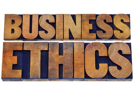 etica: ética en los negocios - texto aislado en bloques de impresión tipográfica tipo de madera teñido de tintas de color Foto de archivo