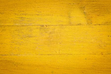 グランジ黄色のクローズ アップは、大まかなウッドの背景を塗装 写真素材
