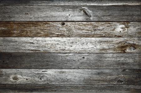 madera: Fondo de madera del granero rústico oscuro con nudos y agujeros de los clavos Foto de archivo
