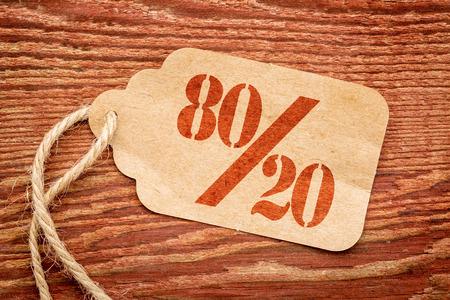 concepto: Principio de Pareto u ochenta y veinte representados en un precio de papel contra la madera r�stica