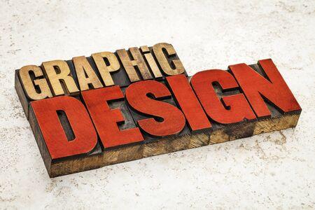 grafiken: Grafik-Design-Text in vintage Buchdruck Holz Art von roter Tinte gegen einen Keramikfliesen Hintergrund gebeizt