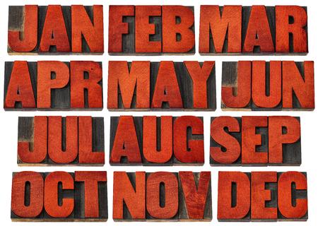 iconen van de 12 maanden van januari tot december - een collage van geïsoleerde 3 brief symbolen in vintage boekdruk hout type blokken gekleurd door rode inkt