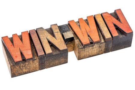 conflicto: ganar-ganar bandera - estrategia de negociación o resolución de conflictos - palabra aislada resumen en el tipo de madera de cosecha Foto de archivo