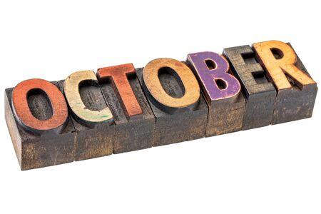 calendario octubre: banner de Octubre - palabra aislada en el tipo de madera de tipografía - calendario concepto