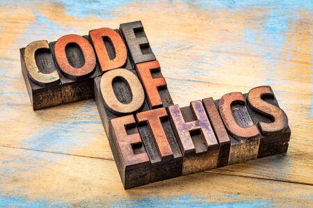 Código de ética de la bandera - resumen de palabras en bloques de impresión tipográfica tipo de madera manchados por las tintas Foto de archivo - 50877164