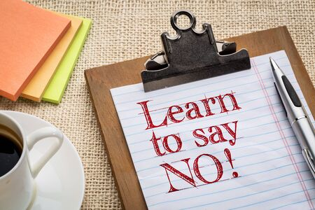 learn to say no - advice or reminder on a clipboard with a cup of coffee 스톡 콘텐츠