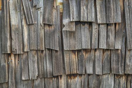 shingles: tejas de madera desgastados - fondo de la pared vieja biulding Foto de archivo
