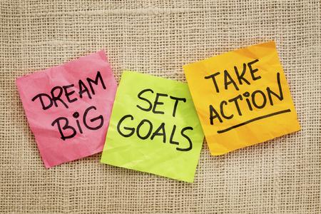夢を大きな目標を設定、行動意欲を高めるアドバイスやキャンバスと付箋のメモ