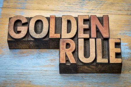 Palabra regla de oro abstracto - el texto en bloques de impresión de tipo madera de tipografía Foto de archivo - 59177858