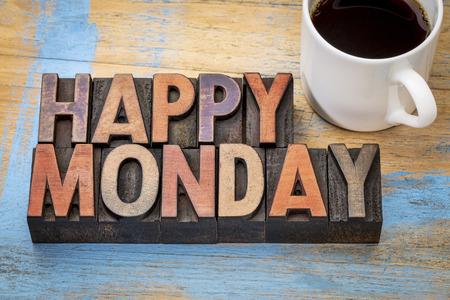 幸せな月曜日単語の抽象的なビンテージ活版木材の種類のコーヒーのカップとカラー インクで染色してブロックを印刷で