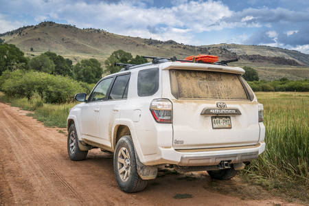 dirt road recreation: HOHNHOLZ LAKES STATE WILDERNESS AREA, CO, USA - AUGUST 19, 2016: Toyota 4Runner SUV (2016 Trail edition) on a dusty dirt road in Colorados Rocky Mountains