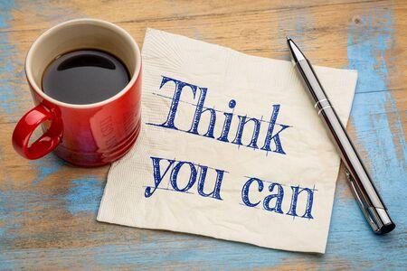 tu puedes: Creo que se pueda recordatorio - escritura a mano en una servilleta con una taza de café espresso