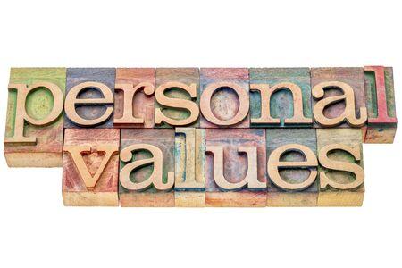valores morales: valores personales - resumen de palabras aisladas en bloques de impresión tipográfica tipo de madera manchados por tintas de color Foto de archivo