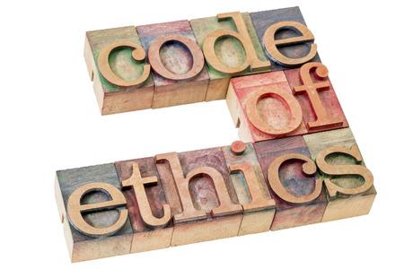 código de ética abstracta palabra - texto aislado en bloques de impresión tipográfica tipo de madera teñido de tintas de color