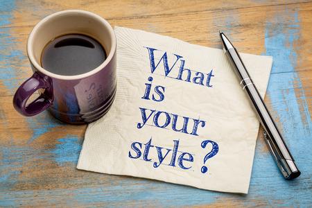 あなたのスタイルは何ですか。一杯のエスプレッソ コーヒーとナプキンの手書きの文字