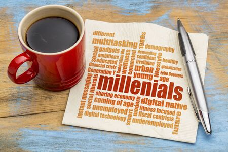 demografia: Millenials nube de palabras en una servilleta de una taza de café - concepto de la demografía