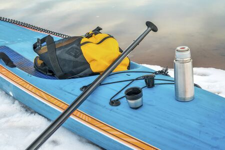 a hot tea stop during winter stand up paddling workout