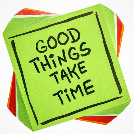Good things take time quote  - handwriting on an isolated reminder note Stock fotó