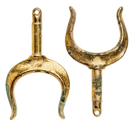古い真鍮 rowlocks (oarlocks) 白で隔離のペア 写真素材 - 80821900