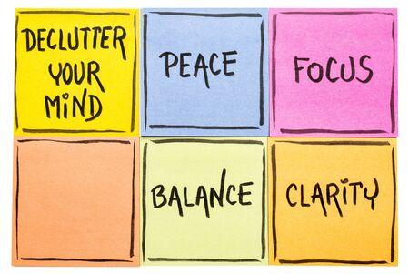 선명도, 평화, 집중력 및 균형을 위해 마음을 어지럽히십시오 - 격리 된 스티커 메모 세트에 필기 스톡 콘텐츠 - 80894018