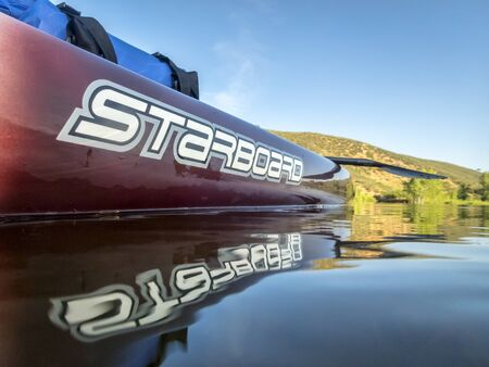 Fort Collins, CO, USA - July 23, 2016: Expedition stand up paddleboard by Starboard on a mounbtain lake (Horsetooth Reservoir). Imagens - 82711140