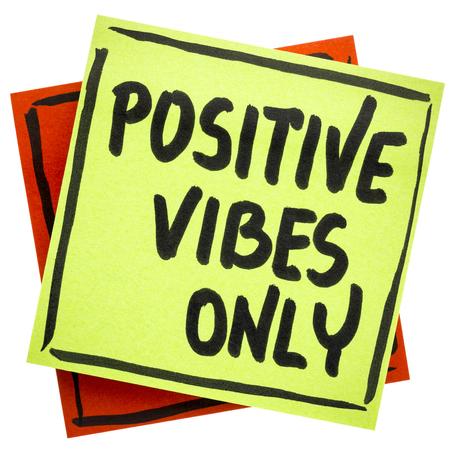 긍정적 인 느낌 만이 조언이나 알림 - 격리 된 스티커 메모에 필기 스톡 콘텐츠