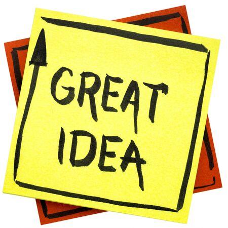 좋은 아이디어 - 격리 된 스티커 메모에 검정 잉크 필기