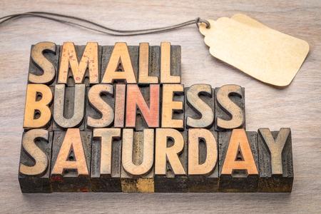 小さなビジネス土曜日 word 要約 - 空白の値札、ホリデー ショッピング概念がビンテージ活版木材の種類のテキスト