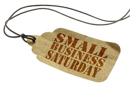 pequeña empresa muestra de negocio - una etiqueta de precio de papel con un cordel aislado en blanco