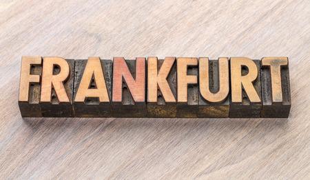 빈티지 활자 나무 유형에 프랑크푸르트 단어 개요 스톡 콘텐츠