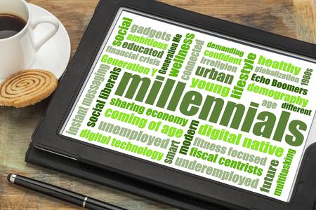 新世紀世代単語雲コーヒー - 人口統計学の概念とデジタル タブレット