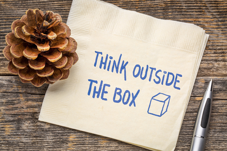 Think outside the box concept - hadwiting on a napkin Stockfoto