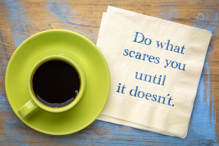Do what scares you until it doesn't - inspirational handwriting on a napkin with a cup of coffee Foto de archivo - 112148936