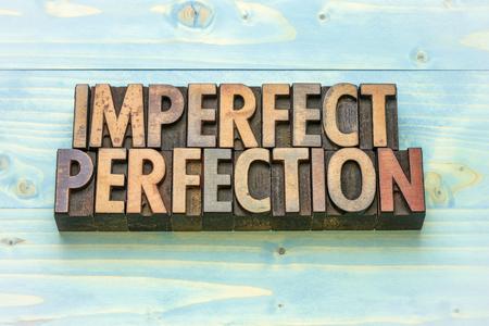 Perfección imperfecta palabra abstracta en tipografía vintage tipo de madera bloques prinitng