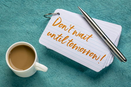 Do not wait until tomorrow - advice or reminder on a stack of index card with a cup of coffee Foto de archivo - 119612854
