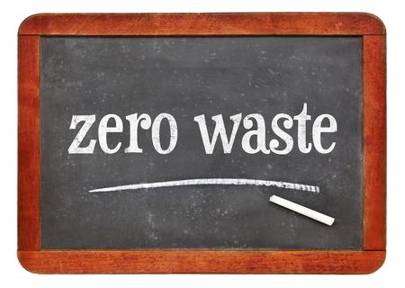 zero waste  - white chalk text on a vintage slate blackboard Stockfoto