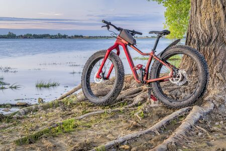 fat mountain bike on a lake shore - Boyd Lake State Park in northern Colorado Reklamní fotografie