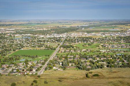 Ciudad de Scottsbluff y North Platte River en Nebraska, vista aérea desde una cumbre del Monumento Nacional Scotts Bluff Foto de archivo