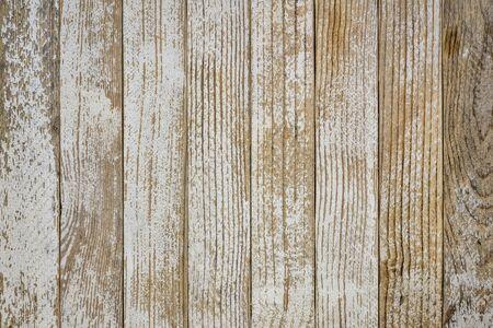 fondo di legno di lerciume con le vecchie tavole dipinte di bianco