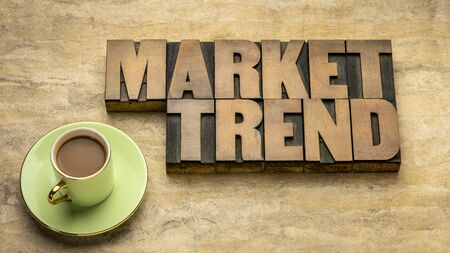 market trend word abstract in vintage letterpress wood type against grunge handmade paper, finance, economy crisis and recession concept Foto de archivo - 150454499