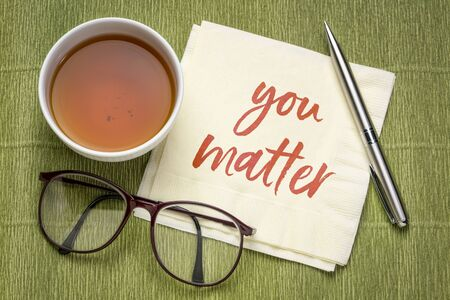You matter inspirational note - handwriting on a napkin with a cup of tea, positive affirmation, self confidence and personal development concept Foto de archivo - 150409236