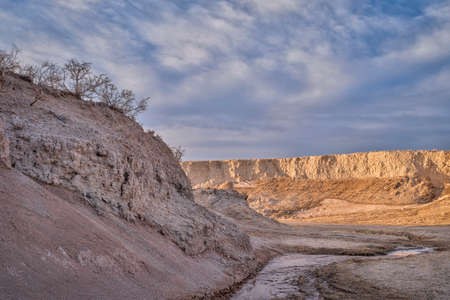 Early spring or winter over badlands in Pawnee National Grassland in northern Colorado (Main Draw OHV Area) 版權商用圖片