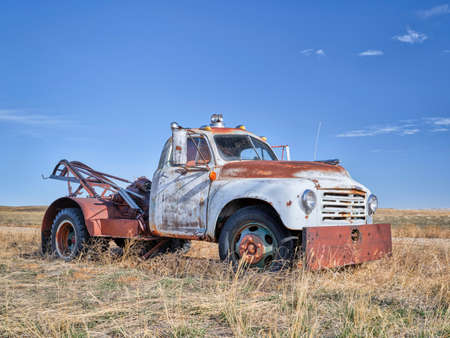 old rusty towing truck on a prairie, early spring scenery in Colorado 版權商用圖片