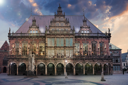 The marketplace in Bremen with City Hall and Roland at dawn Sajtókép