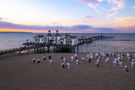 The pier in Sellin on Ruegen at dusk Imagens