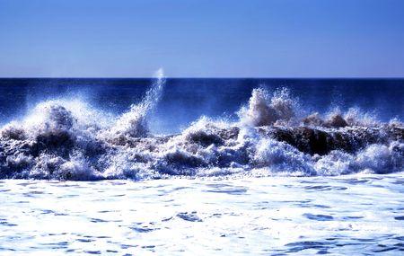 Waves crashing hart