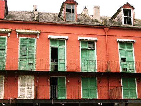 casa colonial: Nueva Orleans tormenta obturadores  Foto de archivo